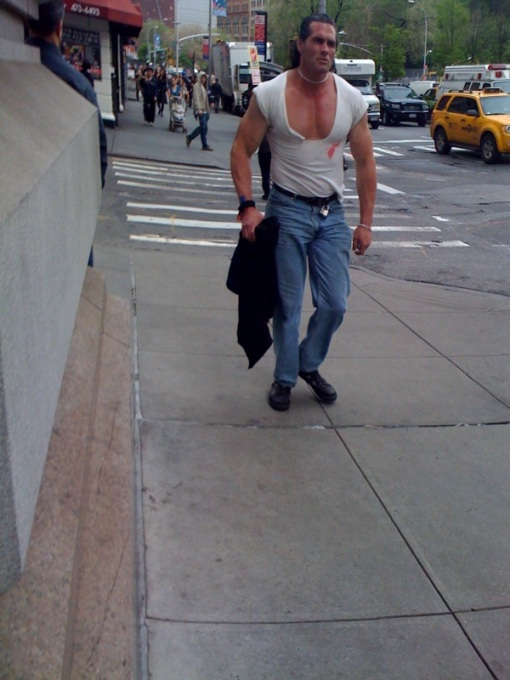 Meth23_050609_Bare-shirtedMuscle Man-1